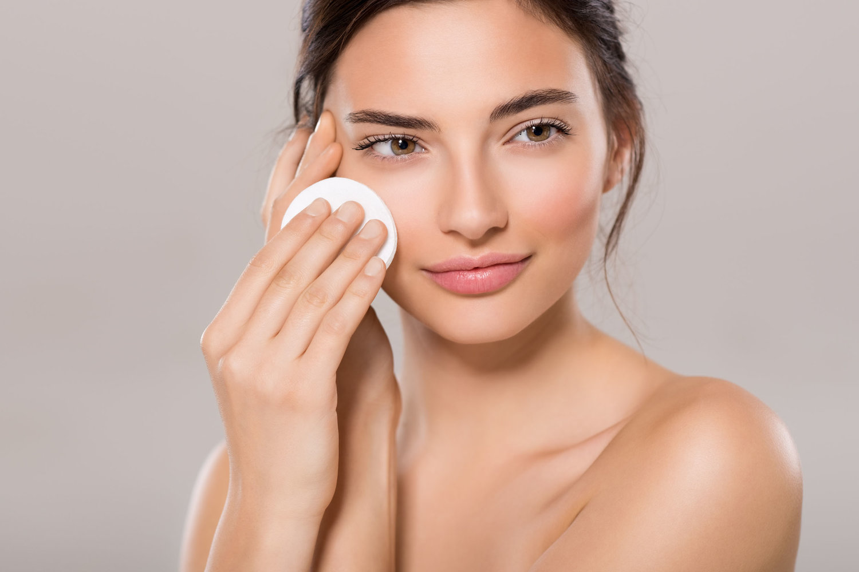 Chọn nước tẩy trang phải thật phù hợp với làn da, nhất là khi da bạn thuộc loại da nhạy cảm.